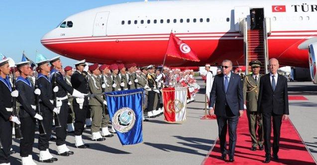 Dün bütün programları iptal edilen Erdoğan bugün Tunus'a gitti