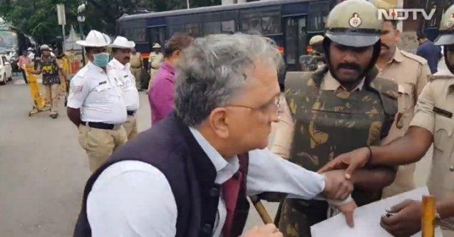 Hint polisi, Müslümanları savunan ünlü tarihçiyi yaka paça gözaltına aldı