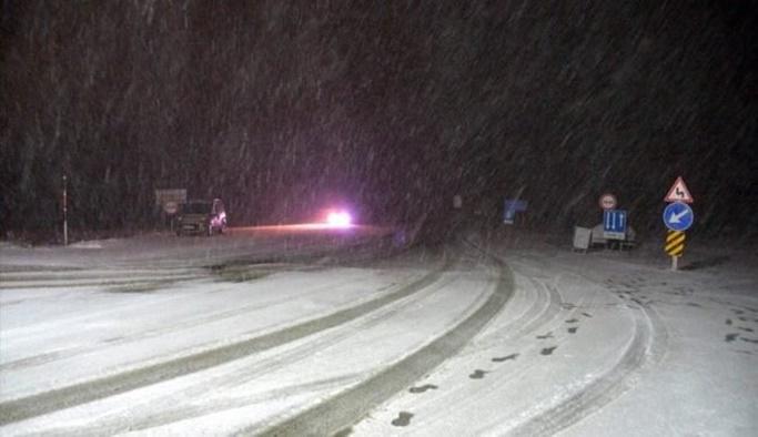 Kar İstanbul'a yaklaşıyor, iki il kara teslim oldu