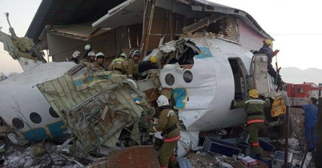 Kazakistan'da yolcu uçağı düştü: Ölü ve yaralılar var