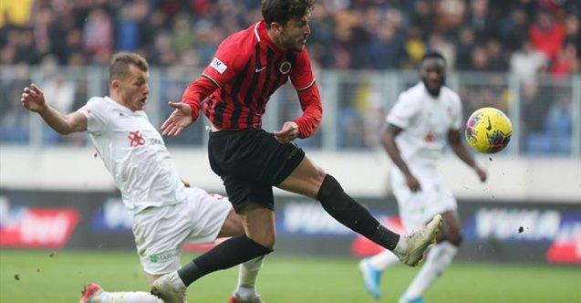 Lider Sivasspor son dakikada yenilmekten kurtuldu