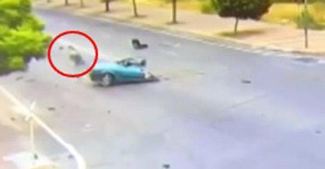 Paramparça olan araçtan sağ çıkıp yürüdü