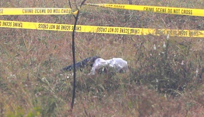 Polis tutuklu tecavüzcüleri tatbikat için götürdüğü olay yerinde öldürdü