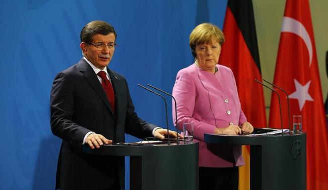 Davutoğlu'dan Merkel'e mülteci teşekkürü