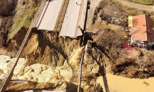 Sel Karabük'ü vurdu, karayolu göçtü | FOTO