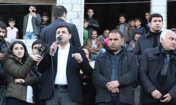 Demirtaş hendekler için Öcalan'ı işaret etti