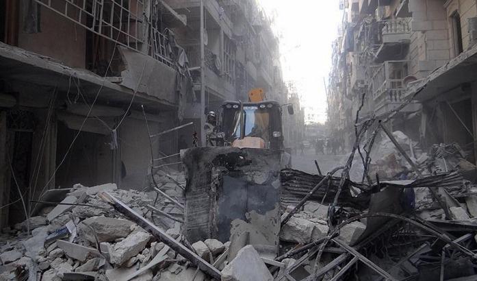 Rus uçakları Halep'te sivilleri bombaladı