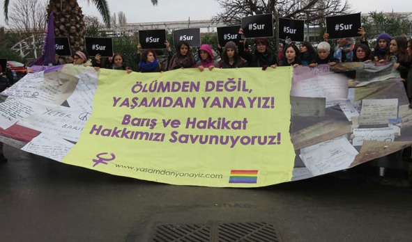 Bir grup eylemci kadın Diyarbakır'a gitti