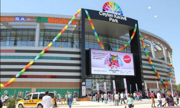 PKK'lılar Diyarbakır'da AVM'ye saldırdı