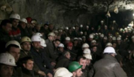 G. Afrika'da maden ocağı çöktü: İşçiler mahsur