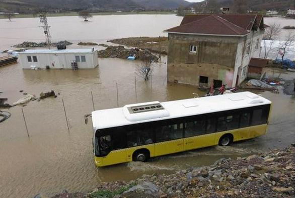 Riva deresi taştı, Beykoz'u sel bastı