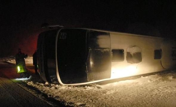 Yollar buz pisti, otobüsler kaza kaza üstüne kaza yaptı