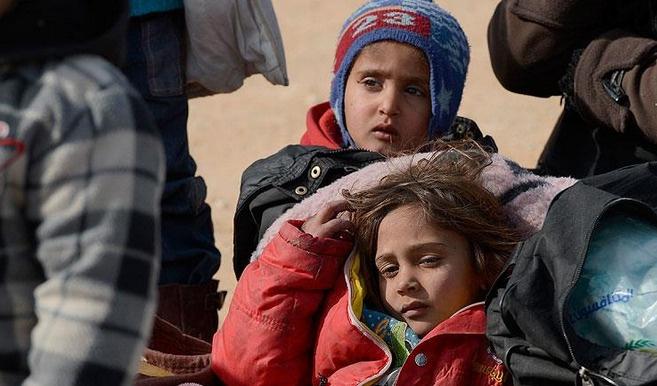 Binlerce Suriyeli'nin sınırdan geçişi devam ediyor