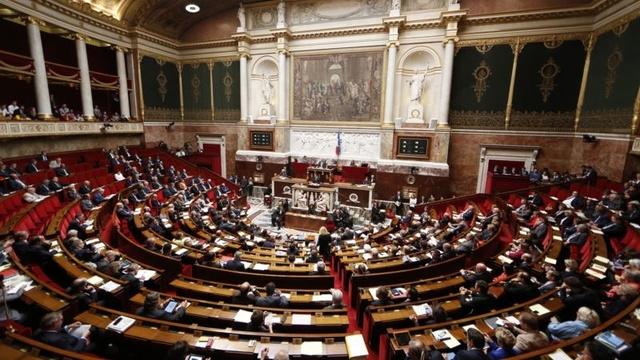 Fransa'da tartışmalı terörle mücadele yasası kabul edildi