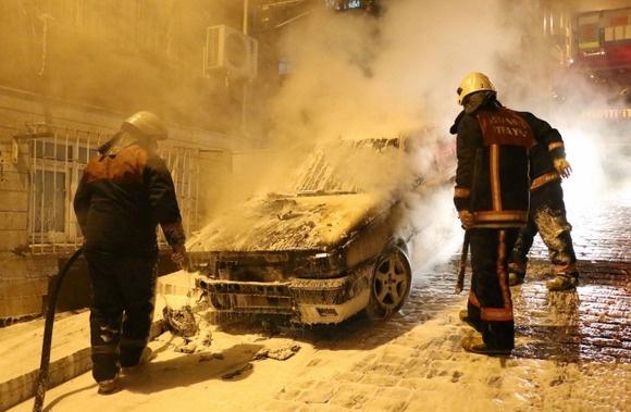 İstanbul'da gece yarısı 5 araç kundaklandı