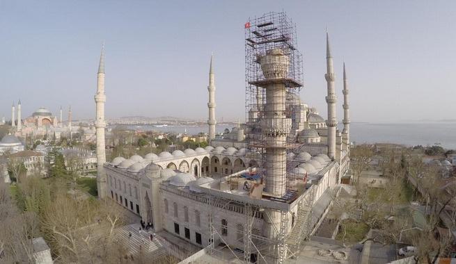 Sultanahmet Camii'nin minaresi yeniden örülüyor
