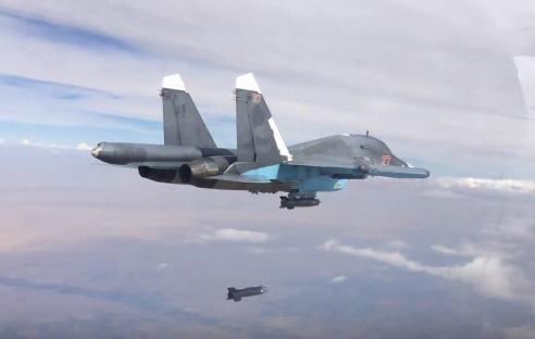 Rusya bombaladı, PYD ele geçirdi