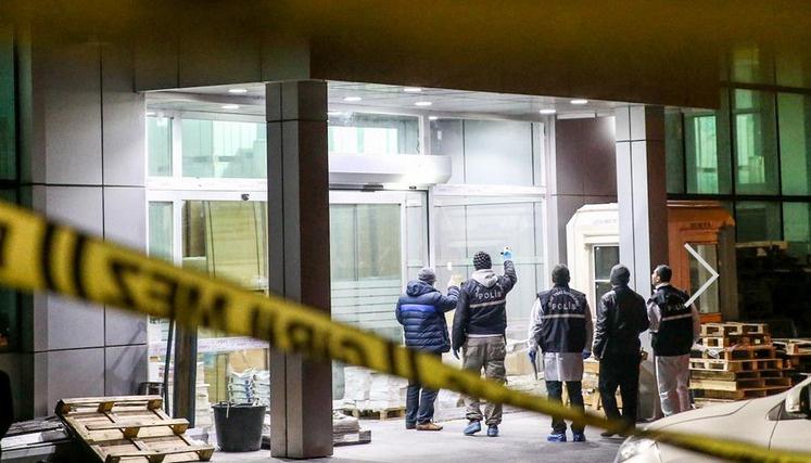 Yeni Şafak ve Yeni Akit'e silahlı molotoflu saldırı