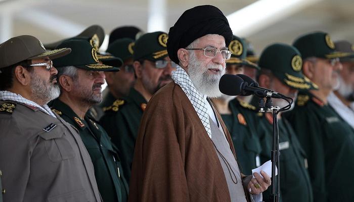 İranlı emekli askerden rejime sert eleştiriler