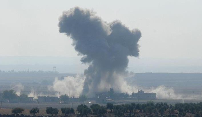 Rus uçakları PYD'nin hedefindeki Azez'i bombaladı