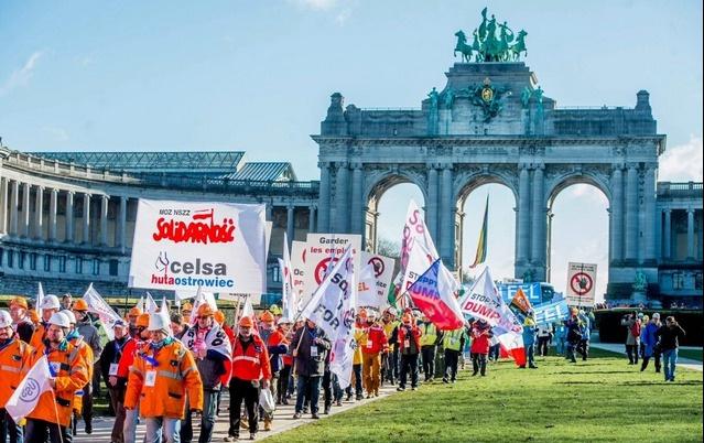 AB'li işçiler Çin'e karşı sokağa döküldü