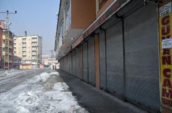 Zorla kepenk kapattıran HDP'liler gözaltında