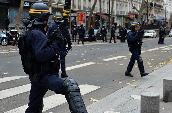 Fransa olağanüstü hali bir kez daha uzattı