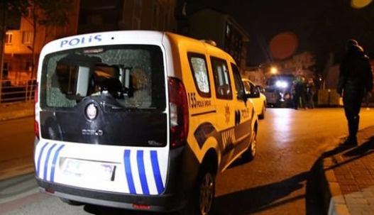 Polis silahlı iki göstericiyi vurdu