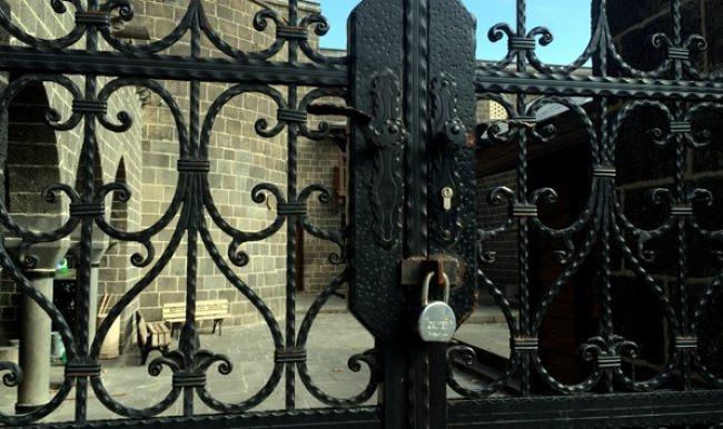 Hz. Süleyman Camii'nin kapısına kilit vuruldu