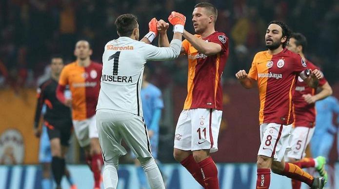 Trabzonspor İstanbul'dan 2 gol, 4 kırmızı kartla ayrıldı