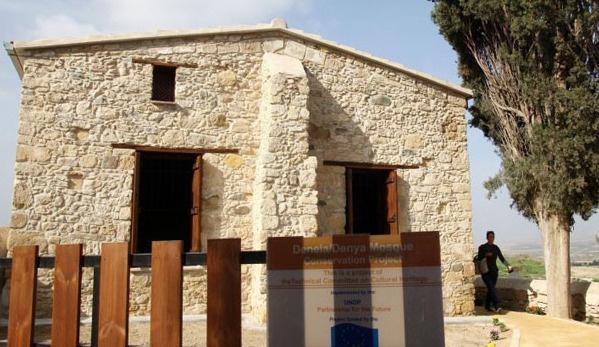 Kıbrıs Rum kesiminde camiye saldırı