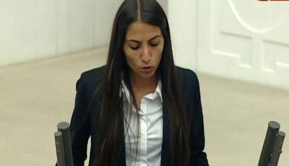 HDP milletvekili Tuğba Hezer'e soruşturma