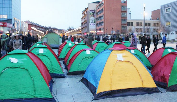 Kosova'da muhalefet çadır kurdu
