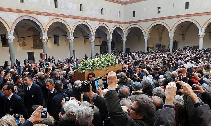 Umberto Eco 'dinsiz tören'le uğurlandı