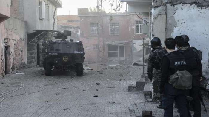 Sur'da gün çatışmalarla başladı: Üç asker yaralı