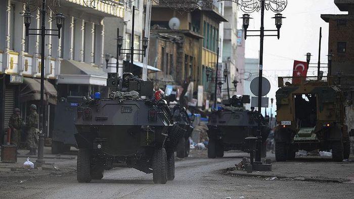 Sur'daki çatışmada ölü sayısı 8'e yükseldi