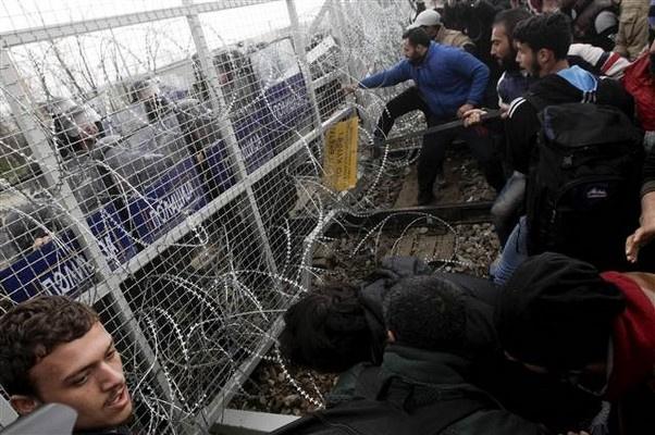 Mültecilerin sabrı taştı | FOTO