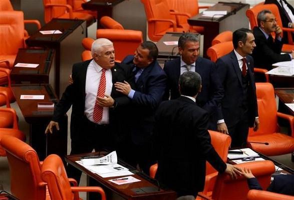 Meclis'te Erdoğan'a hakaret kavgası | FOTO