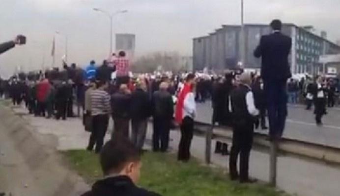 Servisçilerden plaka eylemi