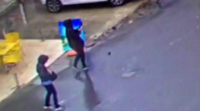 Kadın teröristlerin saldırı anı | VIDEO