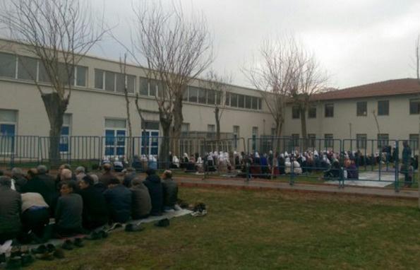 Demirtaş ve HDP'liler Sümerpark'ta Cuma namazı kıldı