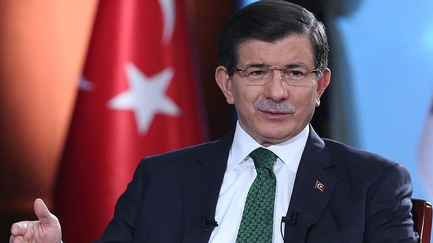 Meclis'te fezlekesi olmayan tek lider Davutoğlu