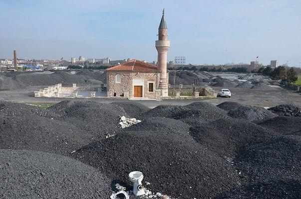 400 yıllık cami moloz yığınına gömüldü