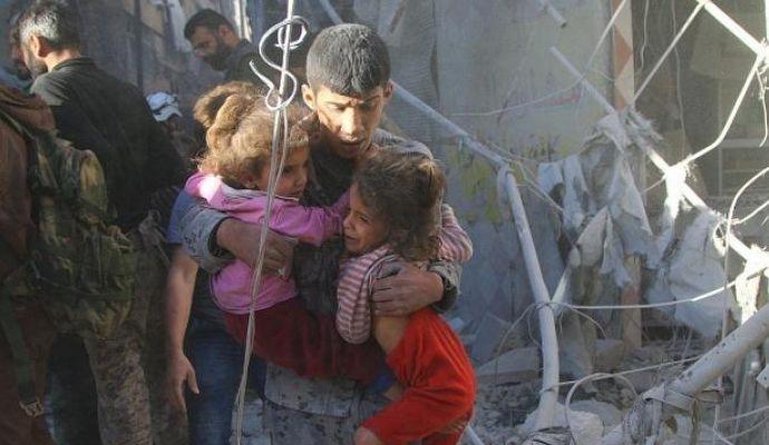 Savaş uçakları İdlib'te sivilleri vurdu