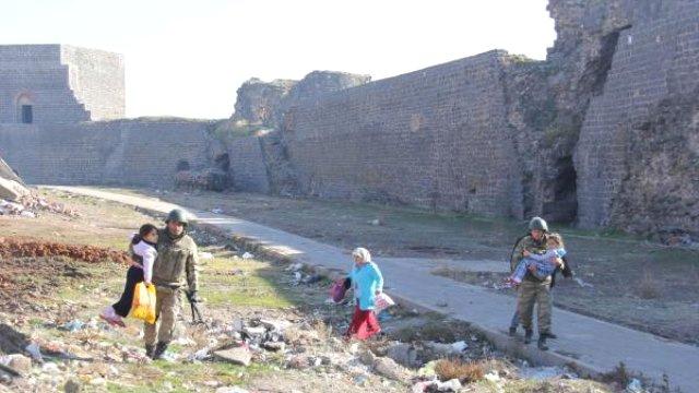 Sur'daki tahliyelerde 9 tutuklama