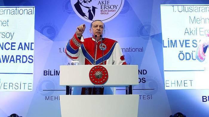Erdoğan: Ajanlığı gazetecilik diye yutturuyorlar