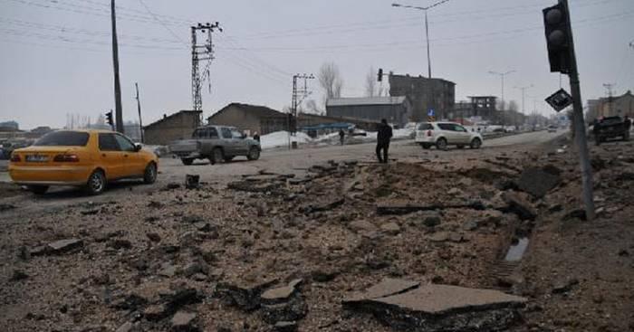 Yüksekova'da zırhlı araca bombalı saldırı: 2 polis yaralı