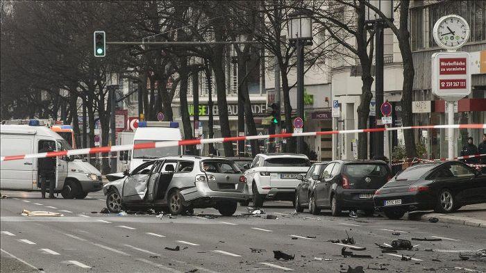 Berlin'de bomba yüklü araç patladı: Bir ölü