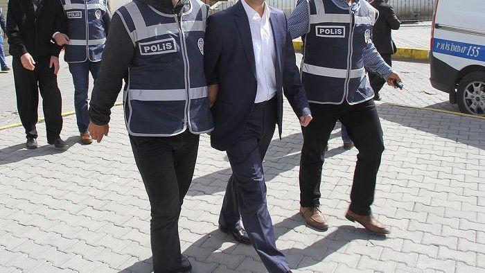 Adana'da sağlık çalışanlarına FETÖ operasyonu