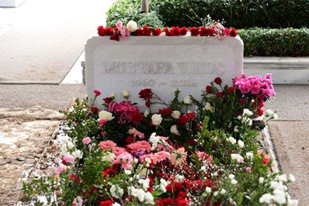 Mustafa Koç'un mezarına özel koruma